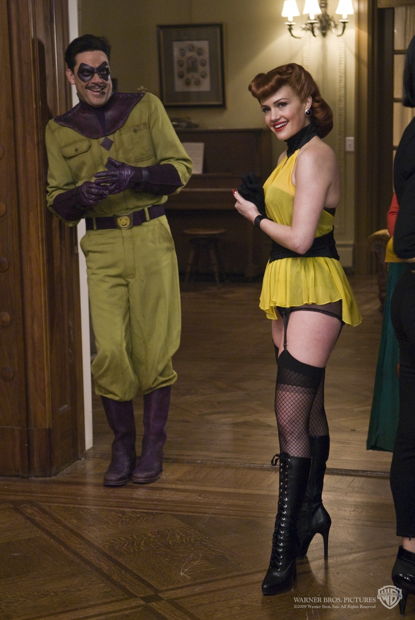 The-Comedian-and-Silk-Spectre-I-watchmen-19577036-1339-2000