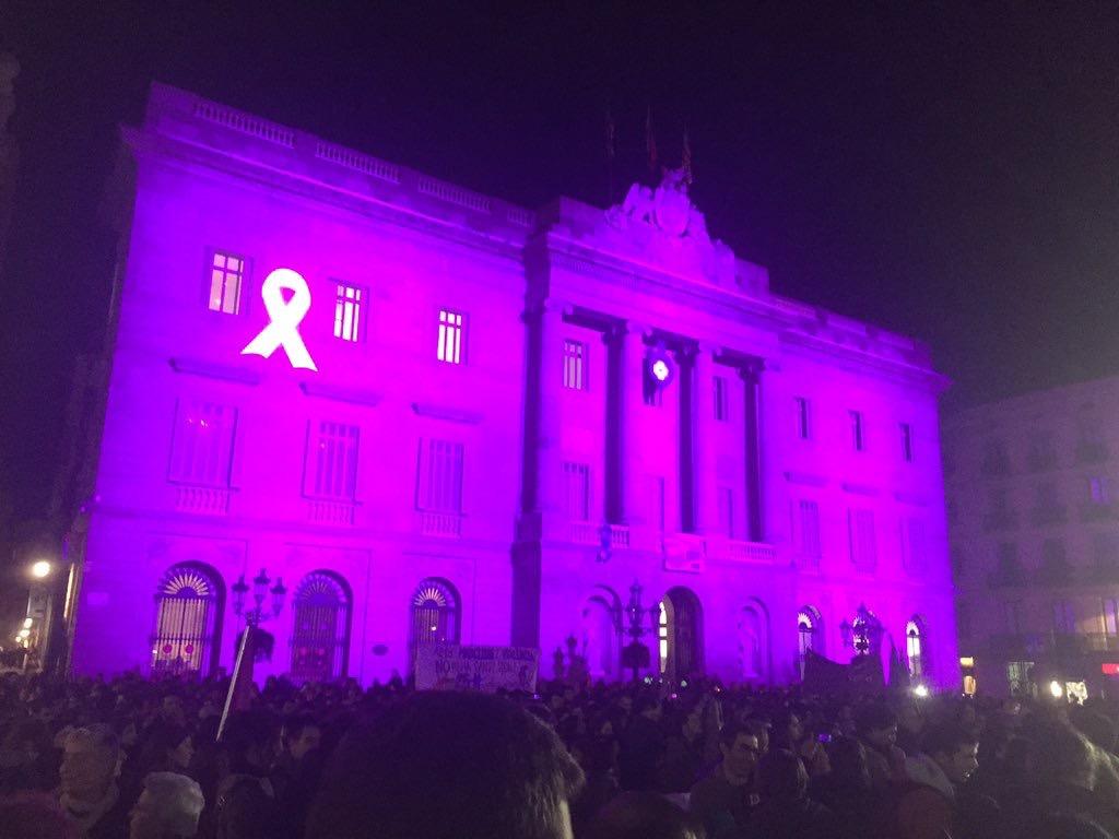 Estuve en la marcha feminista contra la violencia de género del #25N en Barcelona esto es lo que ví