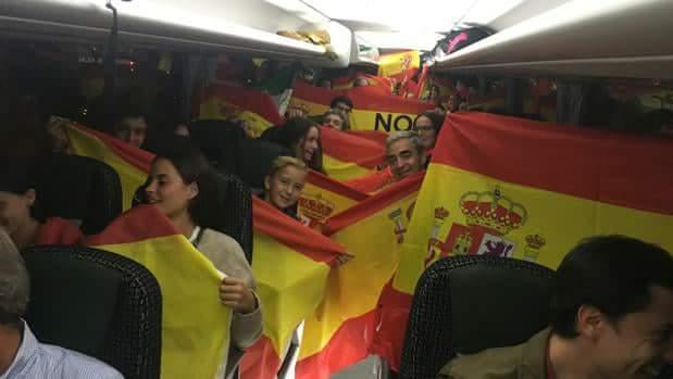 La Catalunya silenciosa viene en 170 autobuses de toda España para que los catalanes #RecuperemElSeny
