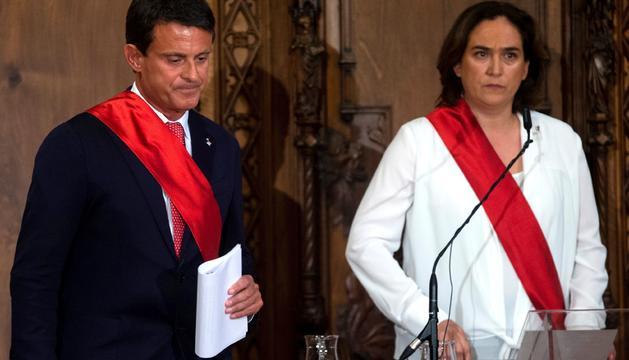 Ada Colau es alcaldesa rehén