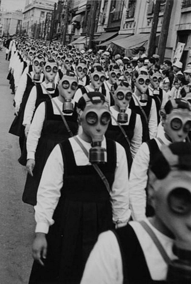 Desfile de la máscara de gas en Tokyo (finales de la década de 1930)